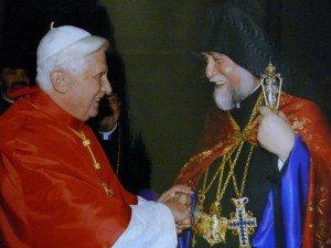 Պենետիքթուս ժԶ. Պապը` Մեծի Տանն Կիլիկիոյ Կաթողիկոս Արամ Ա.-ի հետ